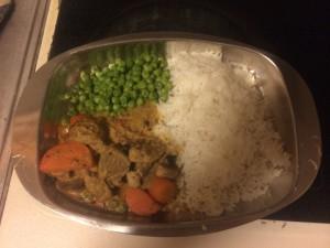 En plåt med mat redo att ätas när jag kom hem. Viltsvinsgryta med ris, ärter och morötter. Äter kanske inte fisk 3 gånger i veckan men väl viltkött minst 3 gånger i veckan.