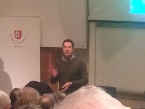 Jens Lind talar.