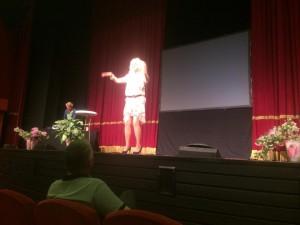 Svärmorsdrömmen Mara Montazami, fantastiskt spelad av Anna Blomberg.