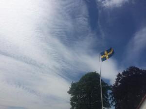 Skulle fota flaggan för att visa hur mycket det blåste, tycker för övrigt att bilden blev jäklig cool.