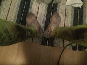 Jag hade vita strumpor och gröna kompressionsstrumpor innan passets början, de blev minst sagt lite skitiga.