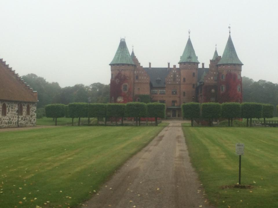 Trolleholms Slott, undrar om man är king om man så här? Jag hade gärnat bott i den lilla lyan, man kan har många förråd för alla sina träningsprylar och flera rum som man kan ha hemmagym i.