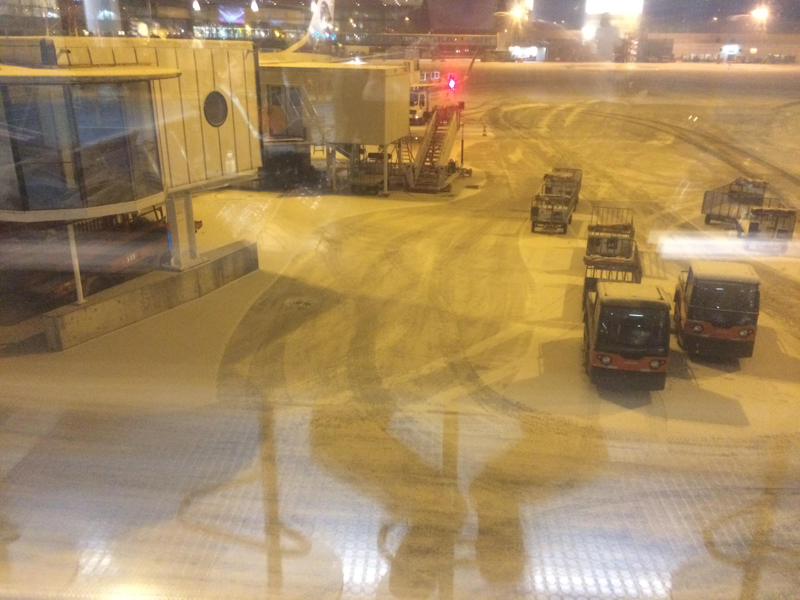 Sitter och stirra ut på Arlanda från terminal 2. Man har väl sätt roligare saker i mitt liv.