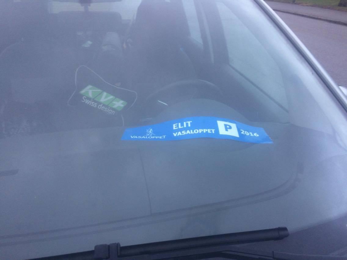 Mätkigt att ha en sån skylt i min bil, den lär sitta kvar hela veckan, minst.