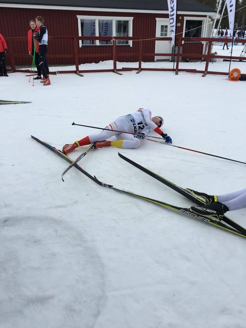Träffade även på Olle Jonsson som bor här i trakten. Inte mindre än två gånger. Olle och jag åkte sista fem kilometerna under SM femmilen i Gällivare i år. Han sportslig mig och det är hans ben och skidor som syns på bilden. Foto: Håkan Huselius