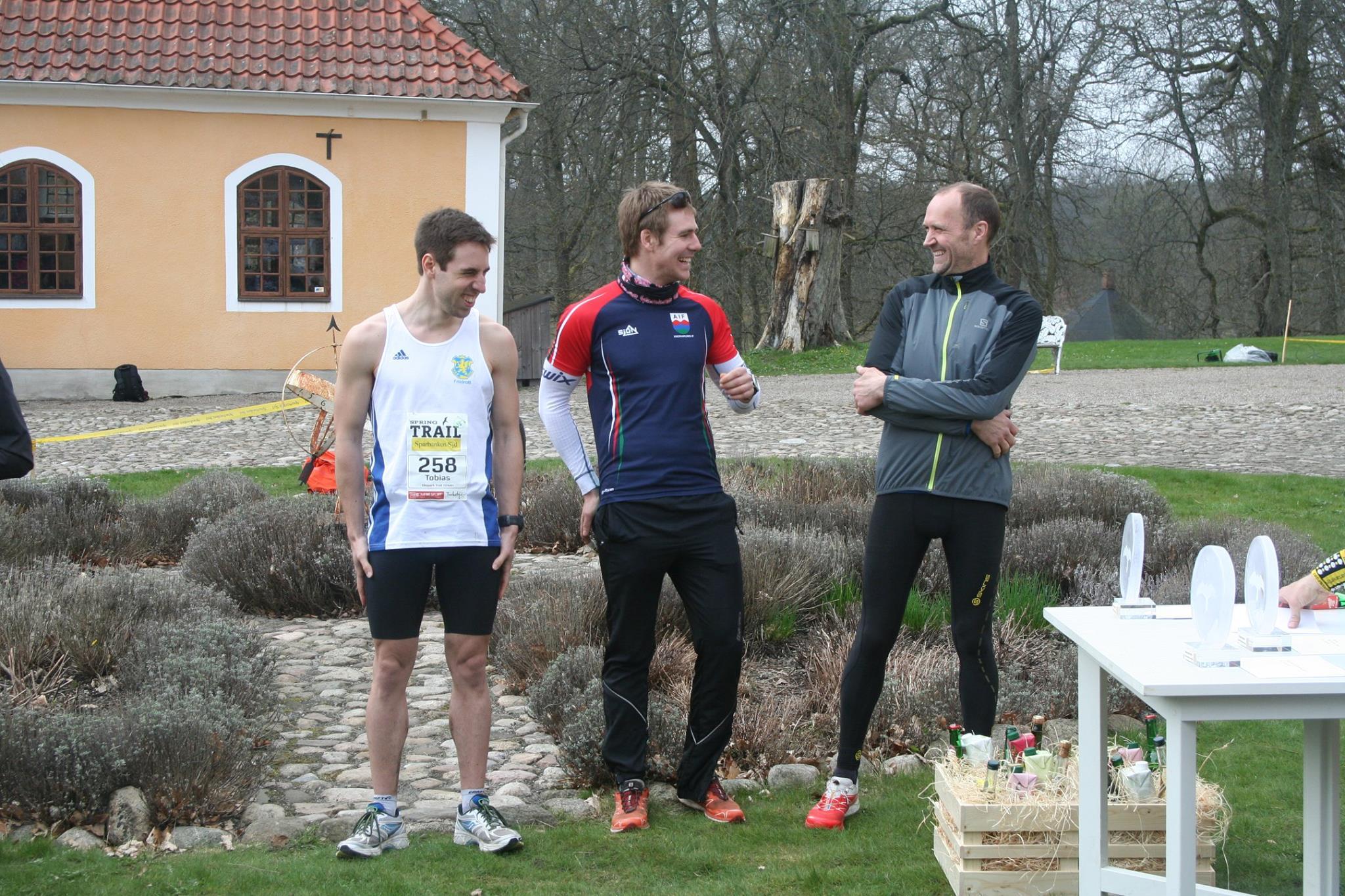 Topptrion (10 km) f.v. Tobias Larsson, f.h. Jens Persson, båda tävlande för Ystads IF. Han där i mitten är jag och alla verka vara glada.