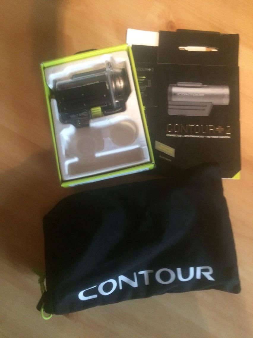 Sportkamera från Contour, aldrig använd. Köpt i Norge när jag bodde där för tre år sedan. Oteknisk som man är så förstod man inte på den. Kanske någon annan? Köpte den för omkring 3000 SEK. Pris: 800 kr