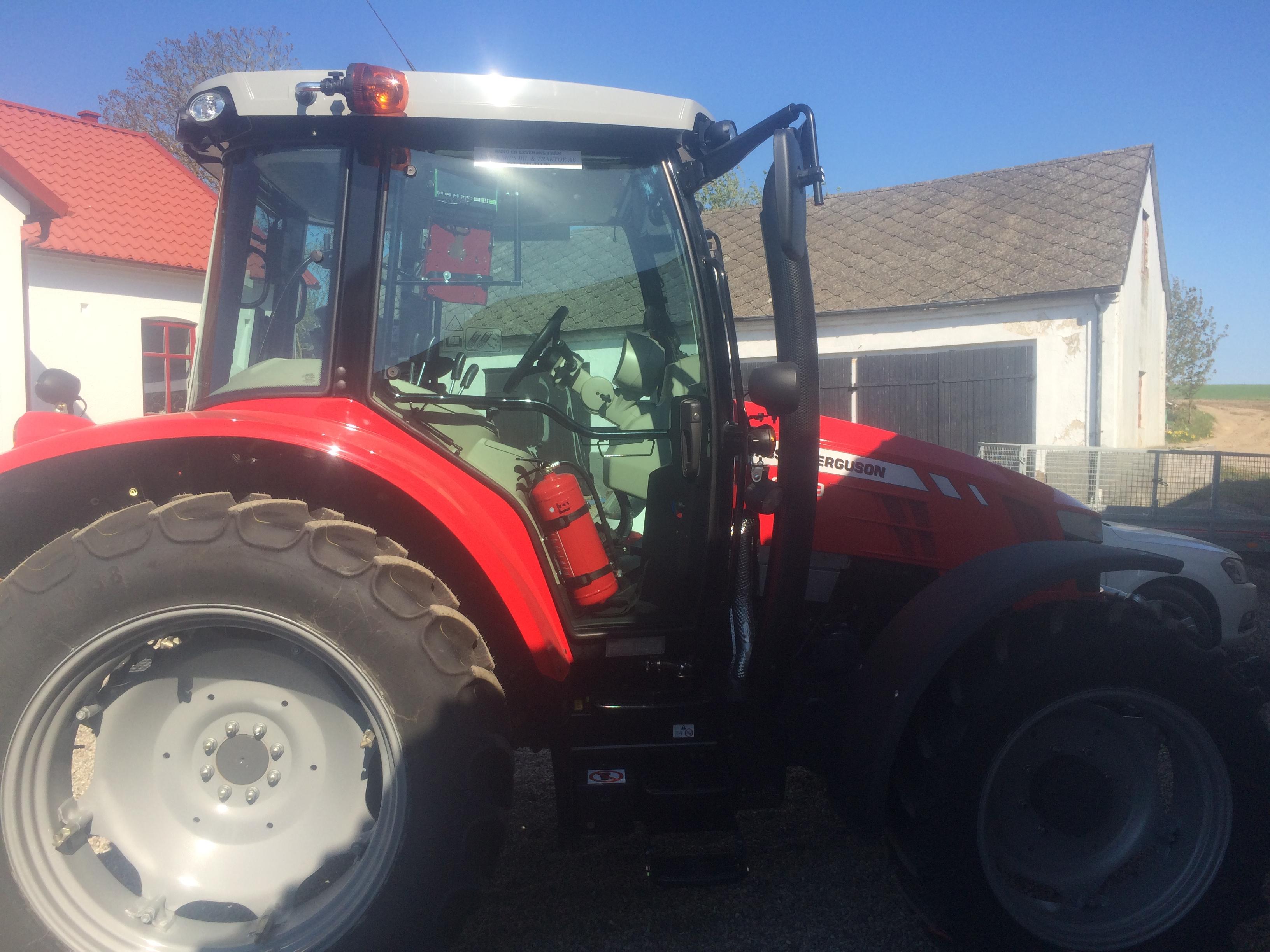 Visst är den fin? Var dock inte den jag körde med idag utan den större traktorn.