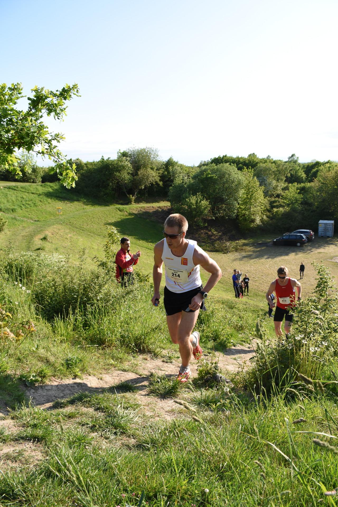 En tid då jag var lite mer snabb än idag. Bild från årets upplagda av ST: Hans Extreme light 5 km 260 höjdmeter. På bilden är jag förre en av Skånes bästa löpare Henrik Orre, han har 19:e bästa marathon tid i Sverige hittills i år. Inte konstigt att han slog mig tillslut i det loppet.