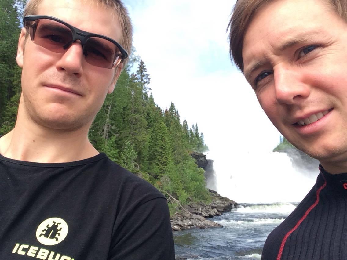 Jag och min bror, som vanligt dålig på bild och glömde fälla upp glojärnen som Johan gjorde.