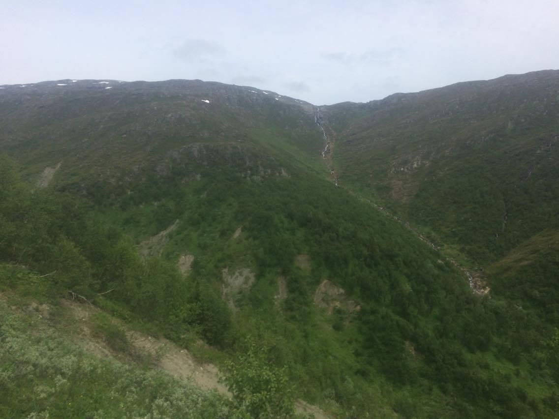 Möjligen Sveriges längsta vattenfall just nu, från Åreskutan.