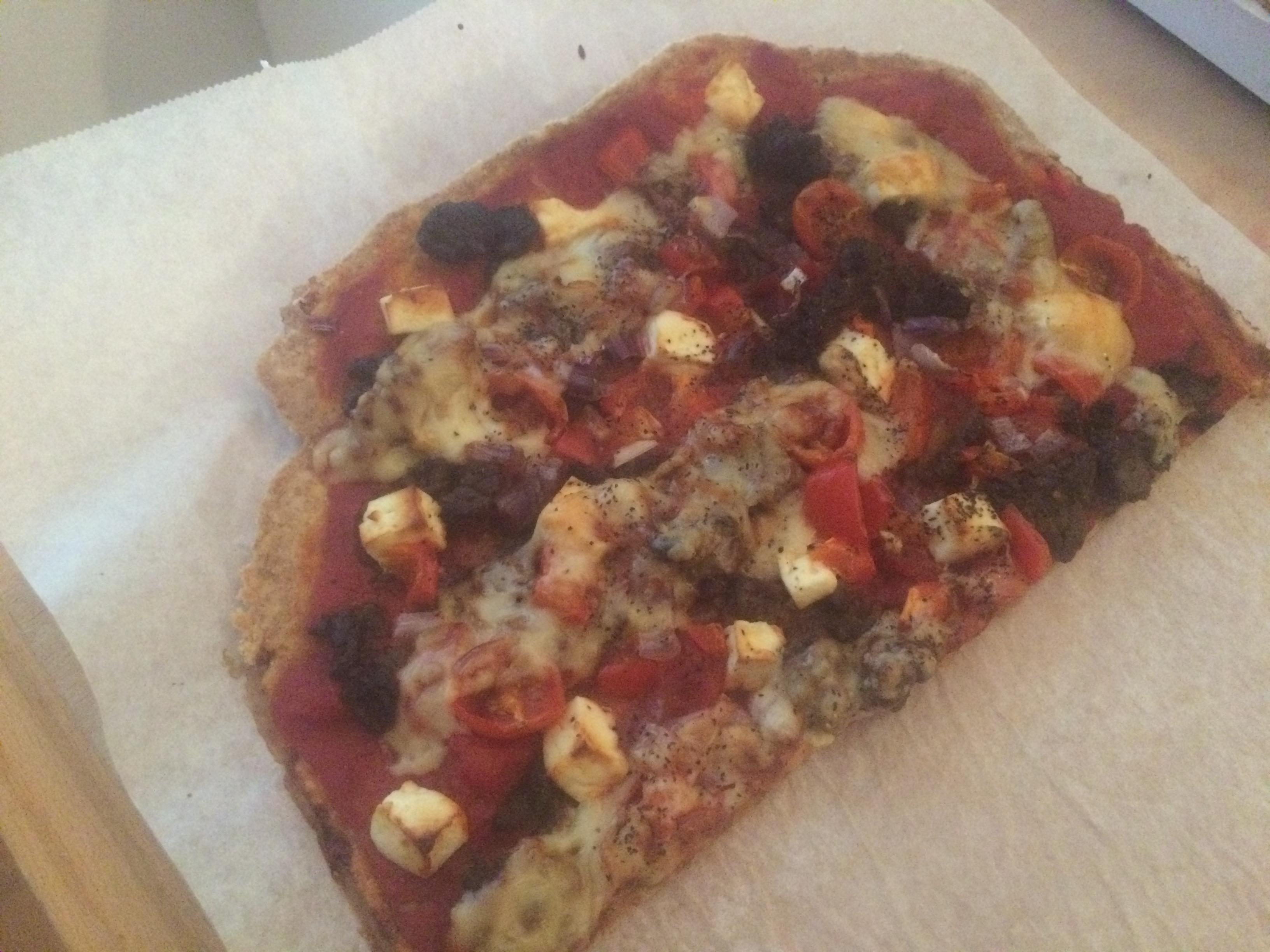 Alltid gott med hemmagjorda pizzor, på denna hade jag, lövbiff, tomater, fetaost, lök, krossade tomater och ost.