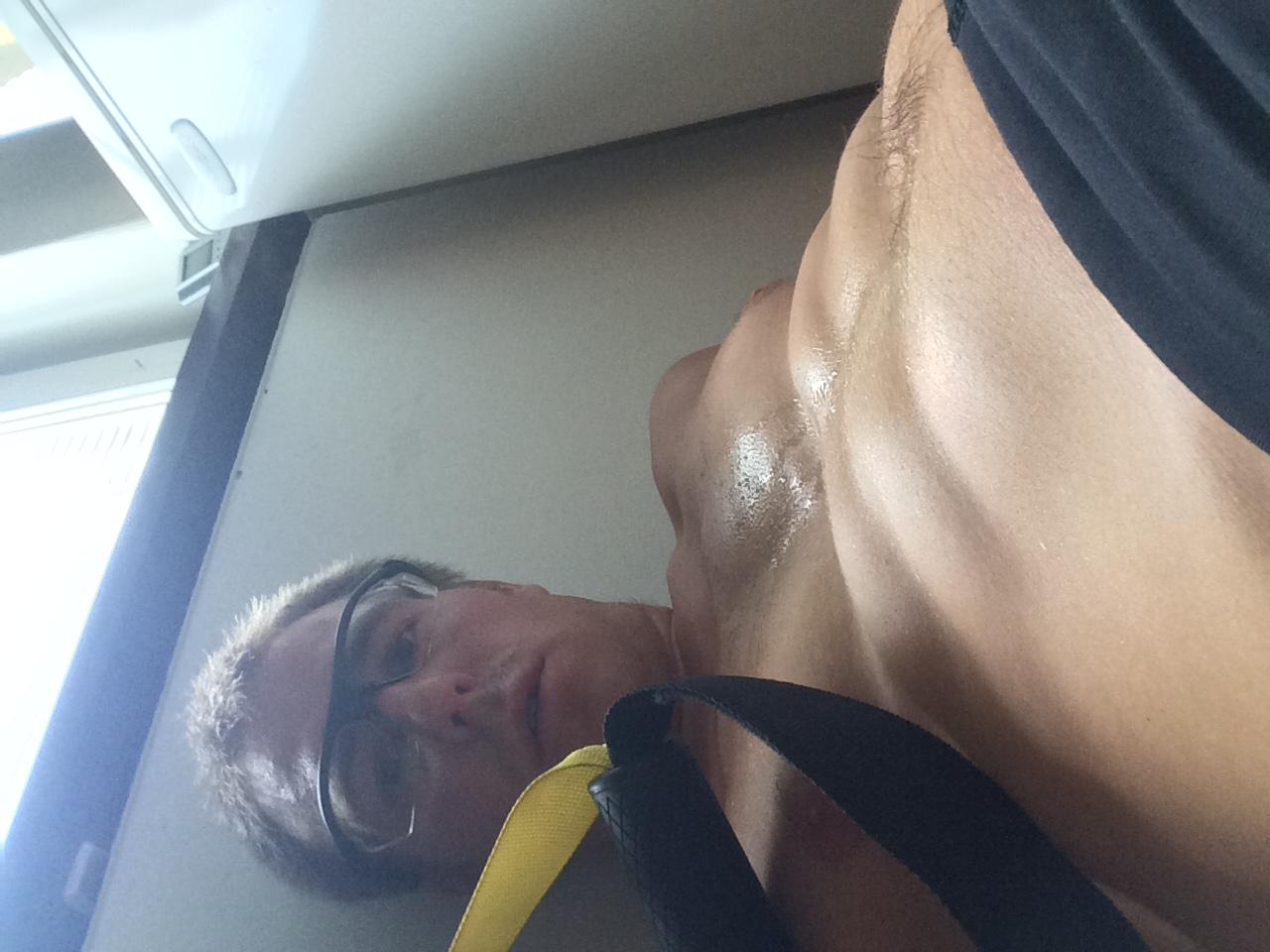 Vissa säger att styrka inte är träning, men jag blev både trött av att använda TRX- band och egen kroppsvikt.