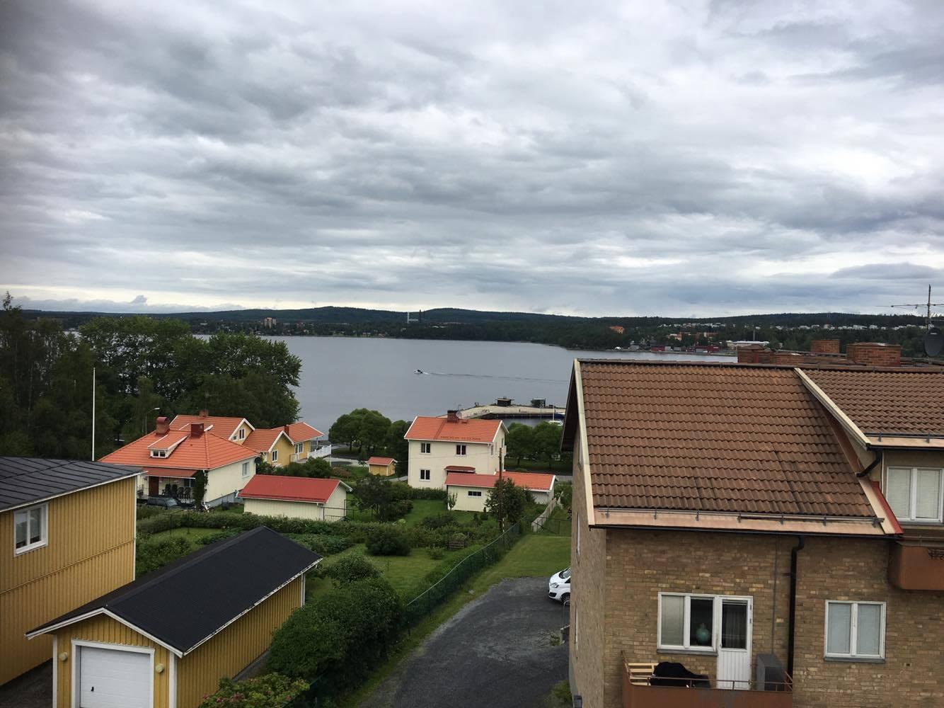 Har hängt i lägenheten nästan hela dagen idag, har ju som sagt sjöutsikt, fint det fast vädret kunde varit lite bättre.