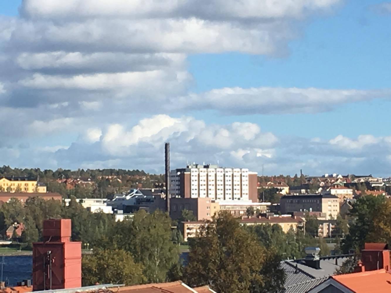 Ser sjukhuset i Östersund från min lägenhet på Frösön.
