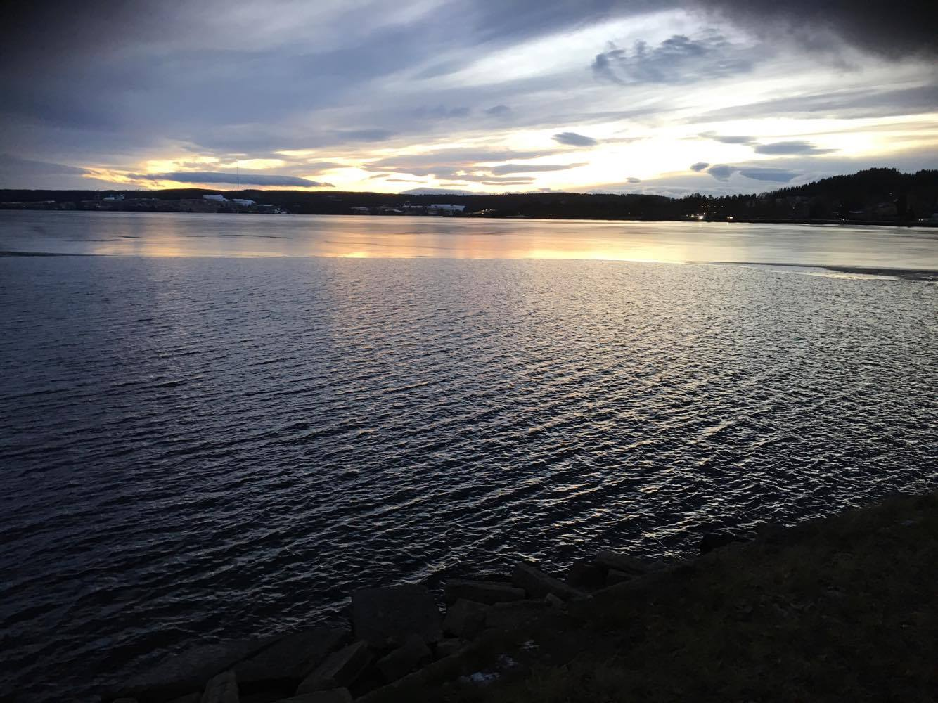 Isen börja lägga sig på storsjön nu.