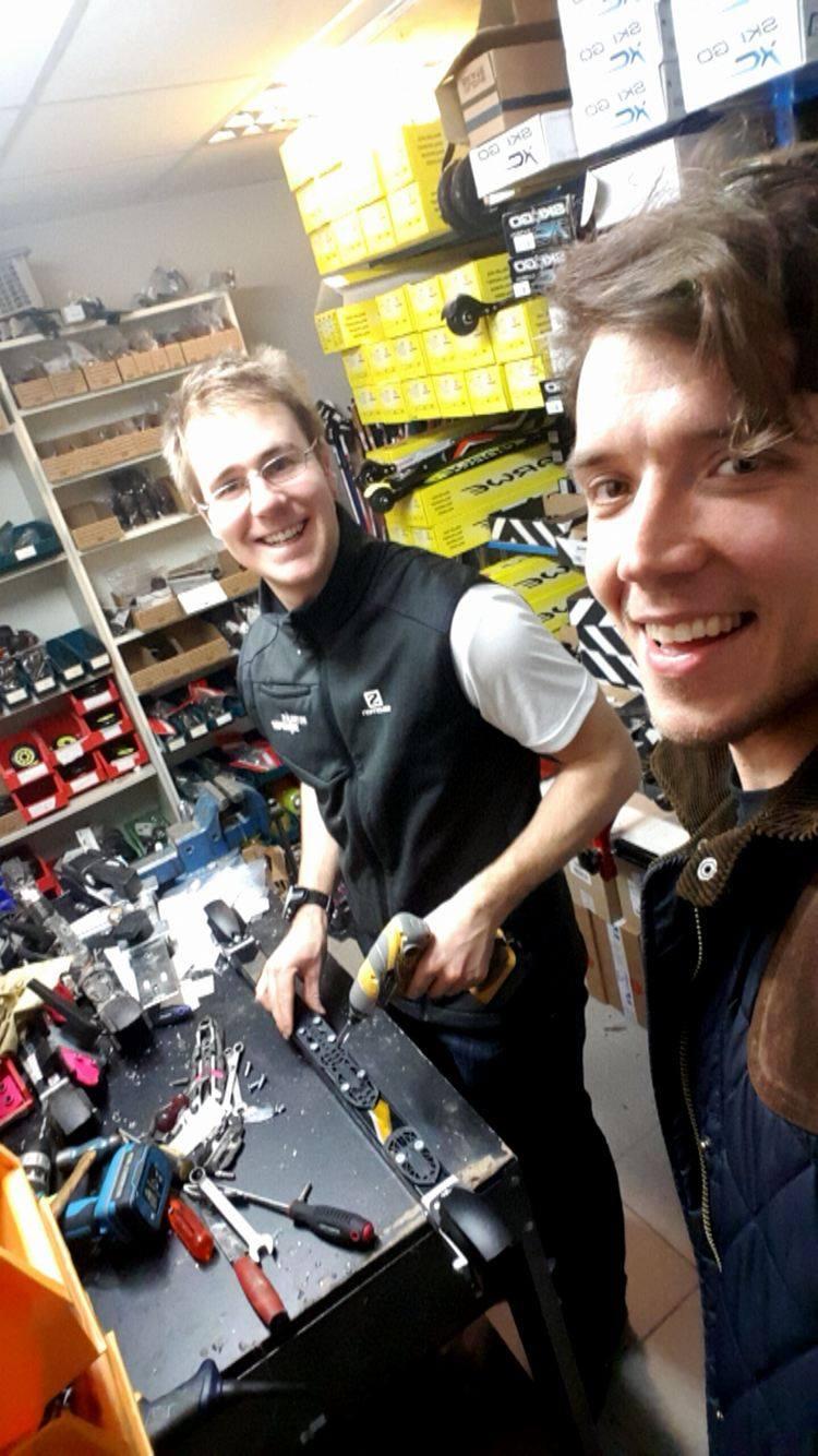 Två skånska fortsatt aktiva skidåkarlegender var hos Skånes bästa skidbutik idag.